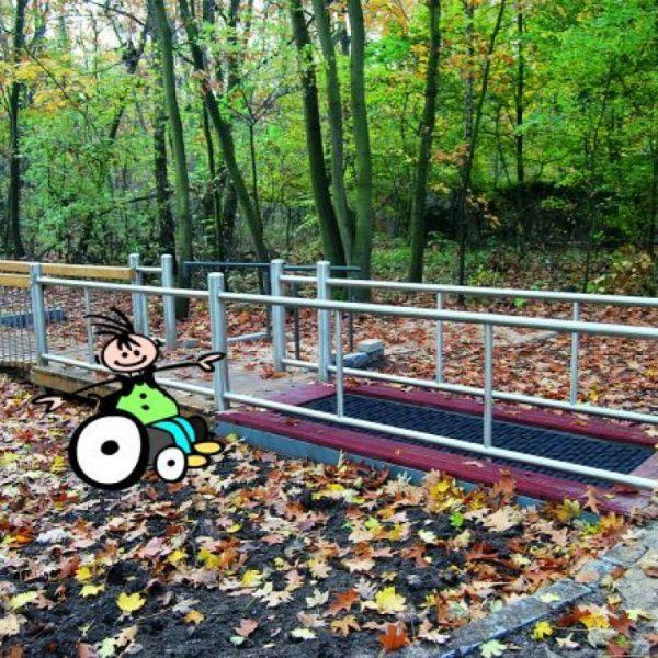 Behindertengerechter Parcours mit ATP Rollstuhl Trampolin