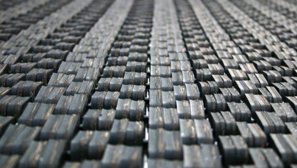 Nahaufnahme Gummiglieder Sprungmatte des Bodentrampolin Spielplatz