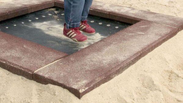 Spielplatz mit Trampolin zum Eingraben Modell Piccolo